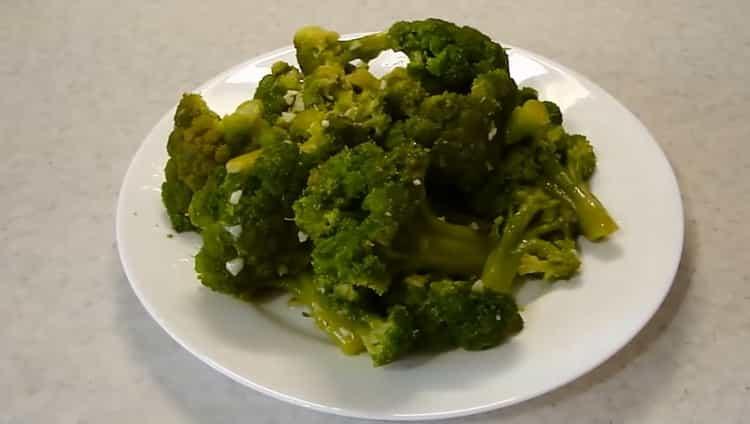 Брокколи с чесноком - рецепт приготовления вкусного гарнира на сковороде