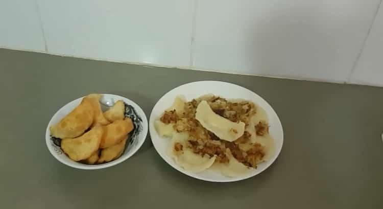 жареные вареники с картошкой готовы