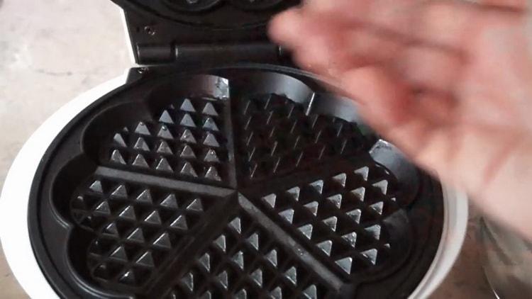 Для приготовления вафель в вафельнице подготовьте технику