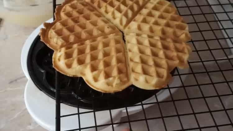 вафли в вафельнице готовы