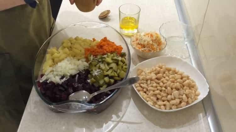 Для приготовления салата, смешайте ингредиенты