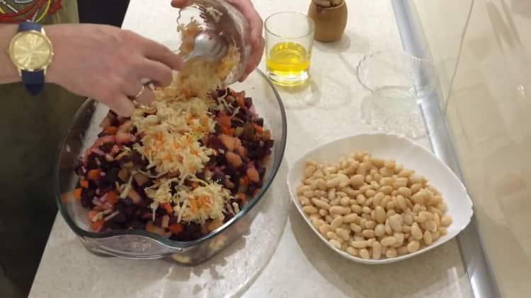 Для приготовления салата, добавьте капусту