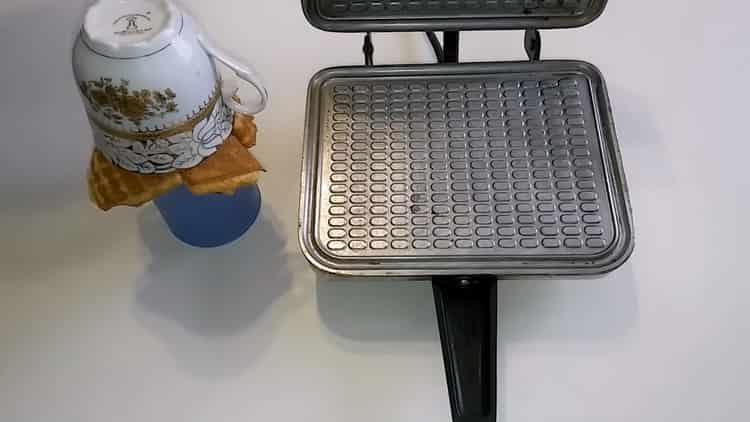 Для приготовления домашних вафель сформуйте изделие