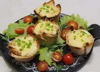 Жульен с курицей и грибами в тарталетках — отличная праздничная закуска 🥣