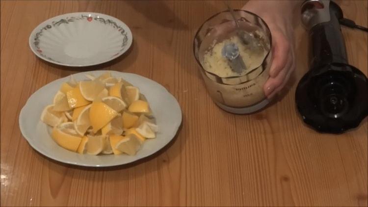 Для приготовления имбиря измельчите ингредиенты