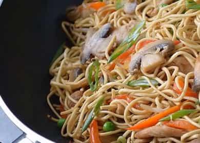 Рецепт приготовления вкусной китайской лапши Вок с курицей и овощами 🍜