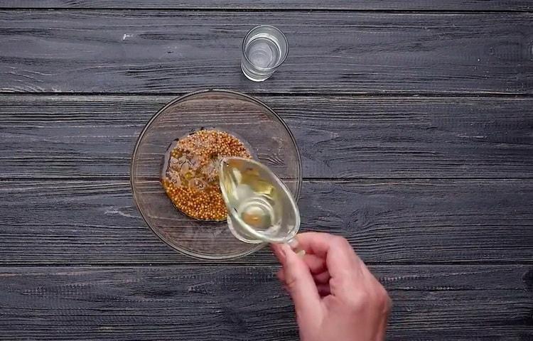 Для приготовления корня сельдерея приготовьте ингредиенты для соуса