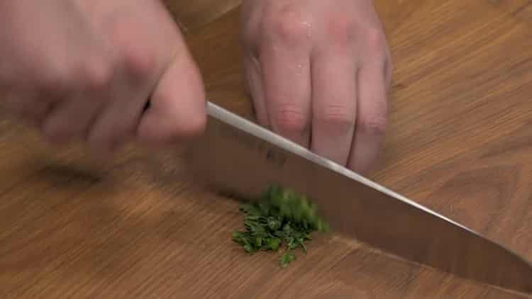 Для приготовления креветок, подготовьте ингредиенты