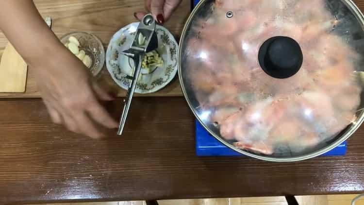 Для приготовления креветок подготовьте ингредиенты