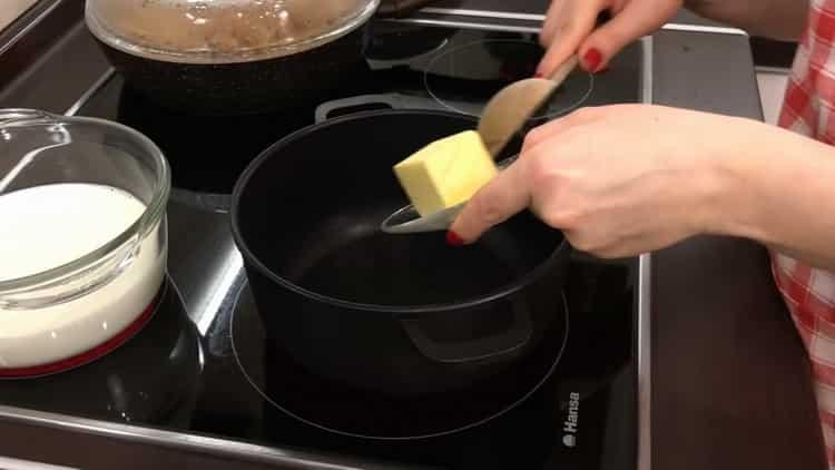 Для приготовления лазаньи растопите масло