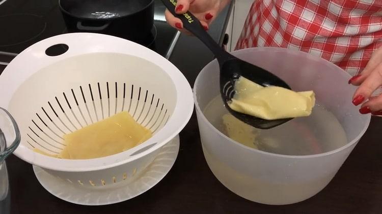 Для приготовления лазаньи остудите листы