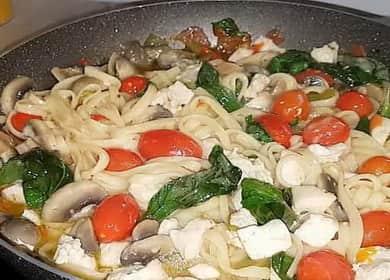 Макароны с курицей по-итальянски — готовим на сковороде 🍝