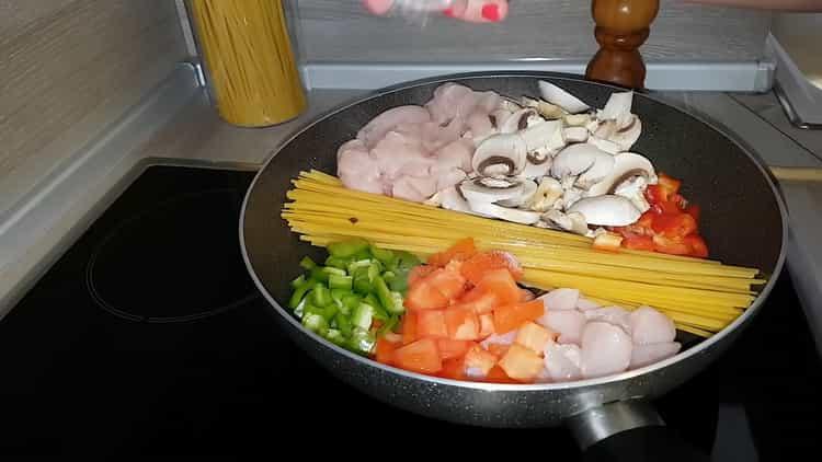 Для приготовления макарон подготовьте ингредиенты