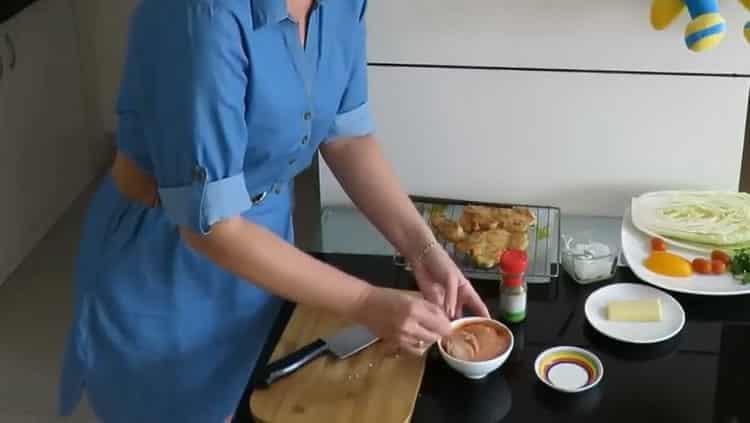 Для приготовления начинки приготовьте соус