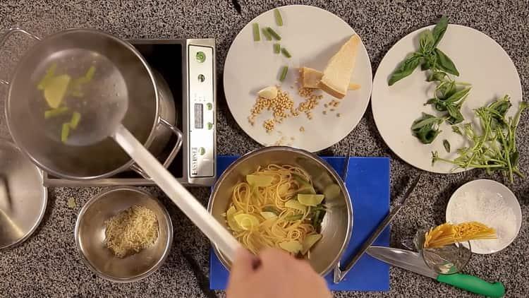 Для приготовления пасты отварите овощи