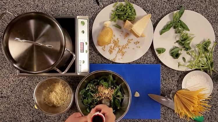 Для приготовления пасты смешайте ингредиенты
