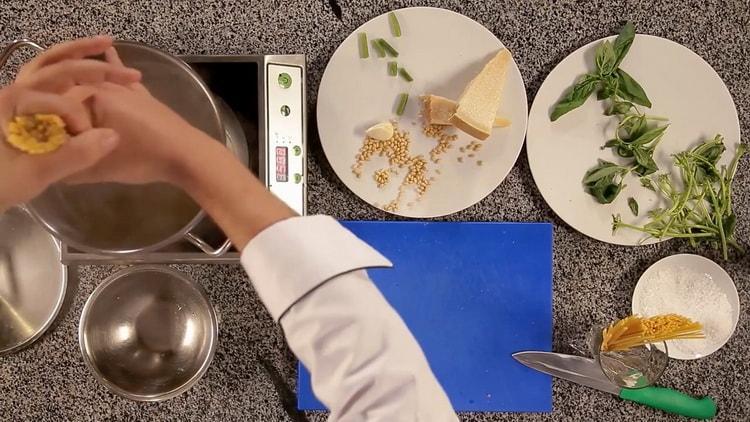Для приготовления пасты отварите спагетти
