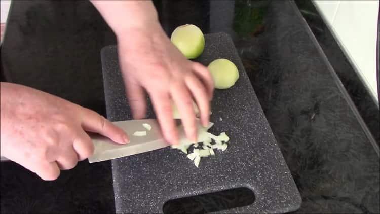 Для приготовления перловки с тушенкой подготовь ингредиенты