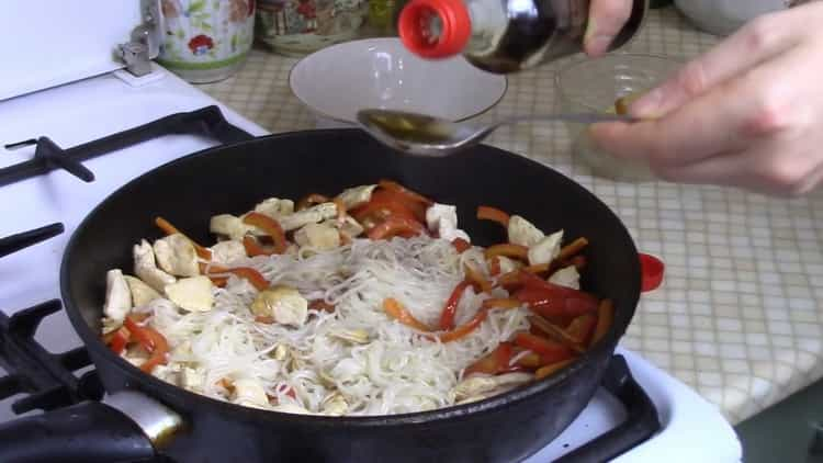 Рисовая лапша с курицей и овощами по пошаговому рецепту с фото