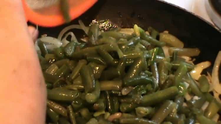 Для приготовления салата смешайте ингредиенты