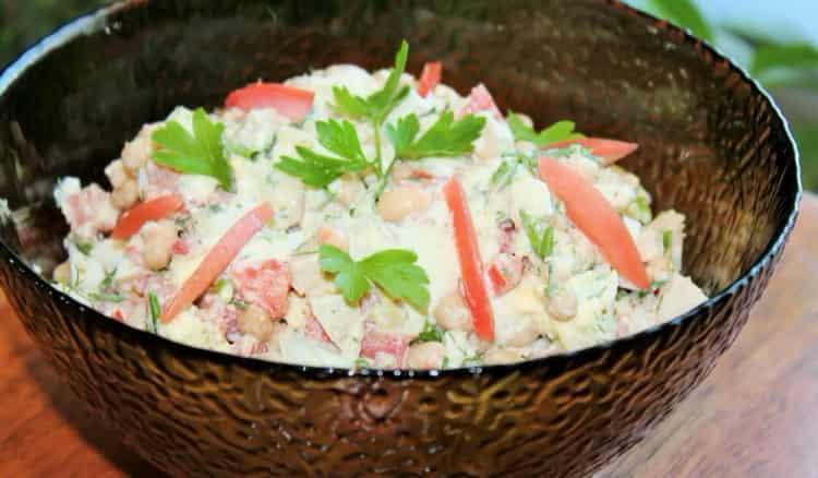 салат с белой фасолью консервированной готов