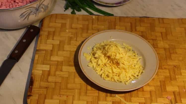 Для приготовления салата, подготовьте ингредиенты