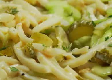 Классический салат с кальмаром и огурцом 🥗