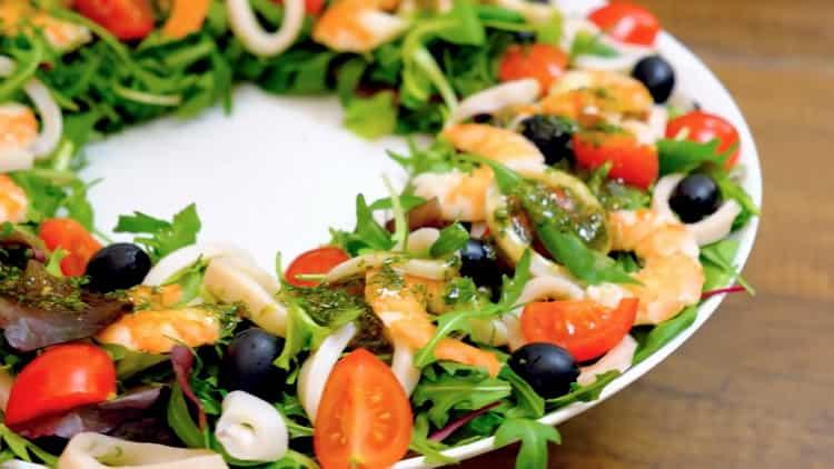 Салат с креветками и кальмарами по пошаговому рецепту с фото