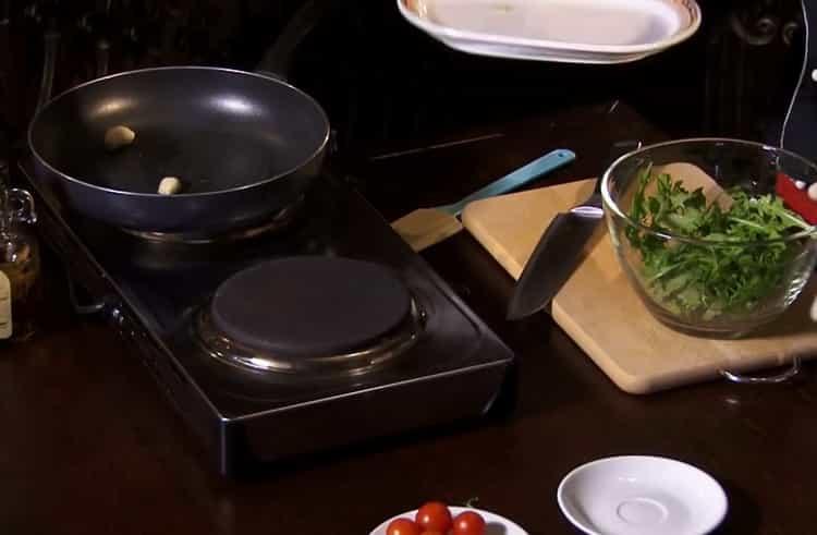 Готовить салат с рукколой и креветками