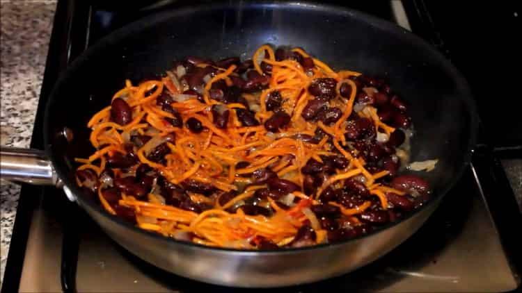 Для приготовления блюда высыпьте добавьте специи