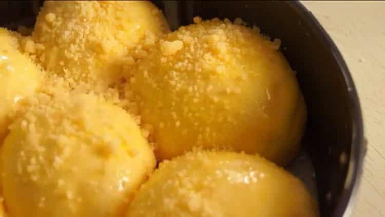 Для приготовления булочек разогрейте духовку