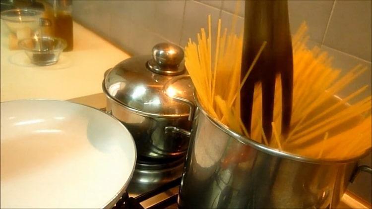 Готовим спагетти с сыром