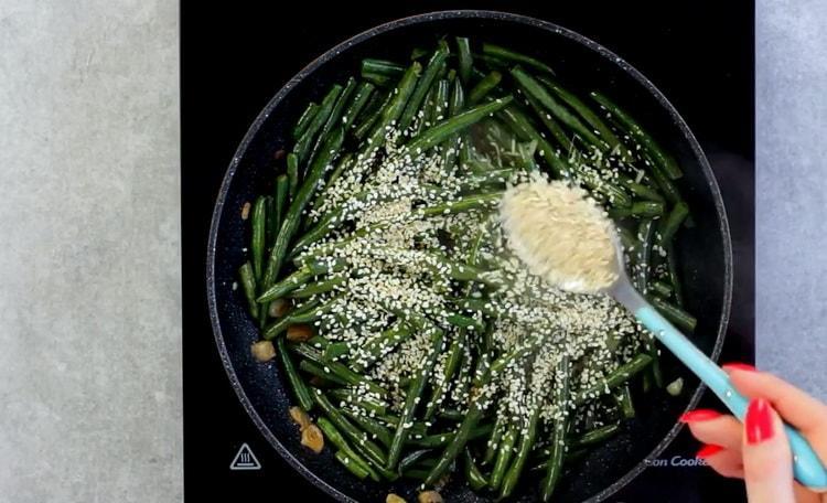 Для приготовления блюда добавьте кунжут
