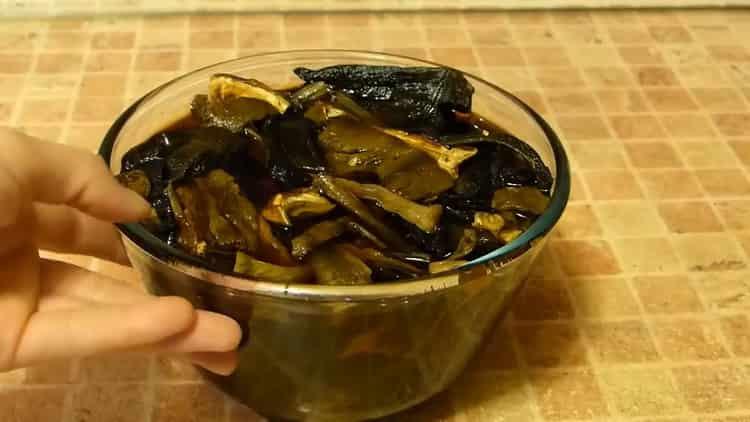 Готовим суп из сушеных грибов с перловкой