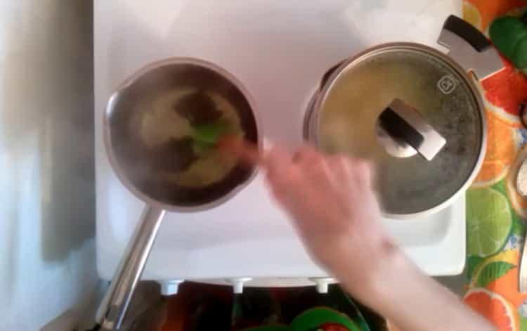 Для приготовления супа смешайте ингредиенты