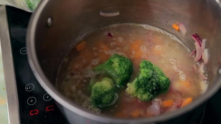 суп пюре из брокколи со сливками практически готов