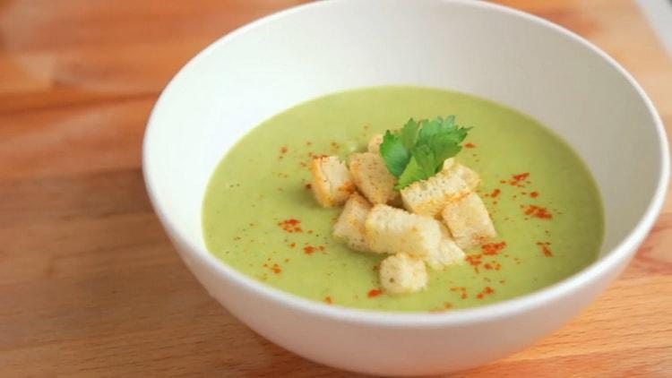 суп пюре из брокколи со сливками готов