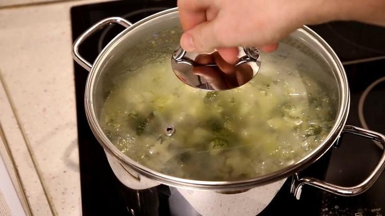 Для приготовления супа проварите ингредиенты