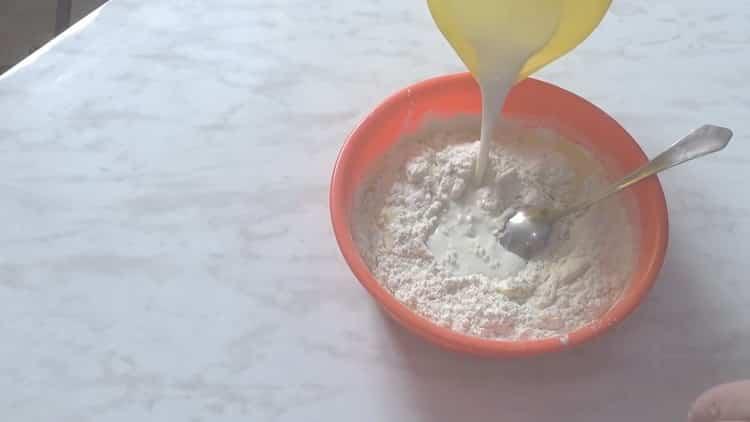 Для приготовления теста добавьте маргарин