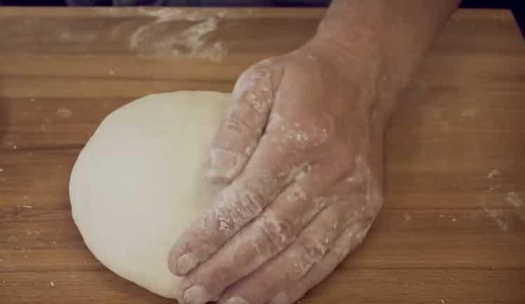 Для приготовления теста для пиццы смешайте ингредиенты