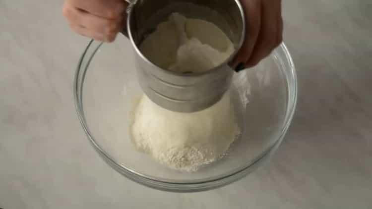 Для приготовления торта, подготовьте ингредиенты