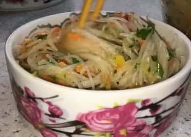 Салат Фунчоза по-корейски — эта закуска великолепно подходит для праздничного стола 🍜