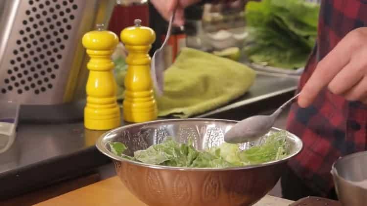 Для приготовления салата приготовьте соус