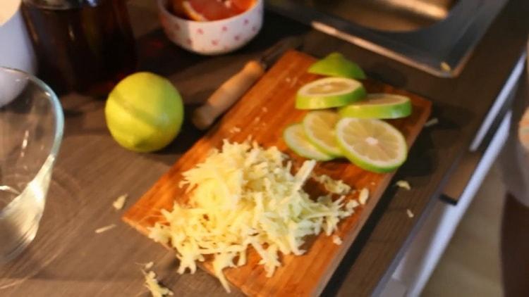 Для приготовления чая нарежьте лимон