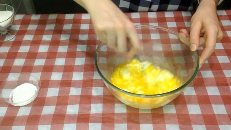 Для приготовления кекса подготовьте ингредиенты