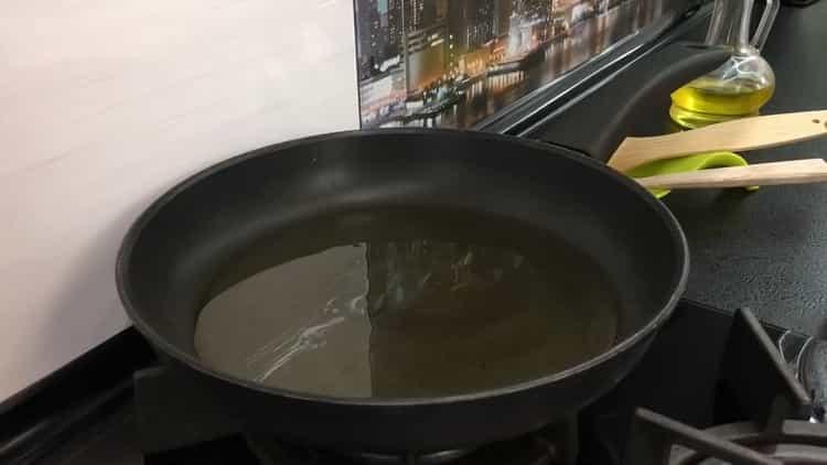 Для приготовления драников расколите сковородку