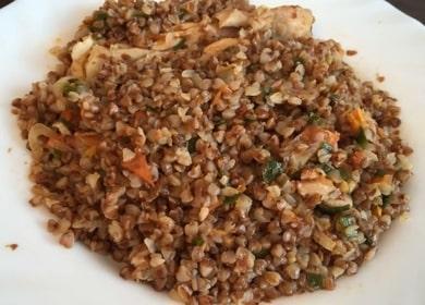 Гречка с курицей на сковороде — очень вкусное блюдо 🍗