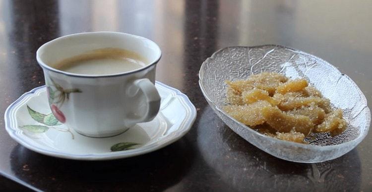Имбирь в сахаре станет хорошим дополнением в чаю, кофе.