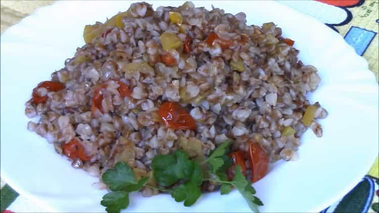 гречка с овощами на сковороде готова