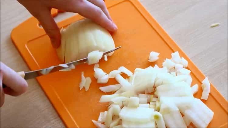 Как готовится гречка с тушенкой на сковороде